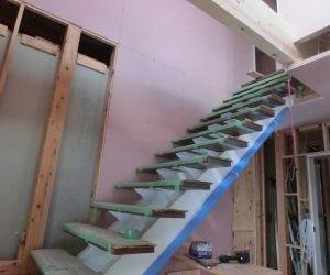 K様邸 現場進捗「リビング階段・吹き抜け」