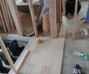 A様邸 現場進捗「無垢の床板」